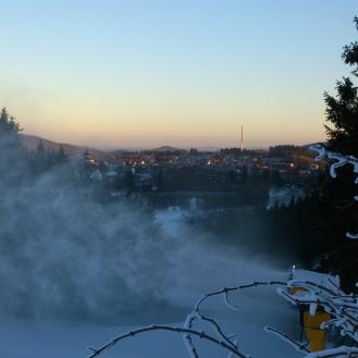 Sonnenuntergang im Skigebiet
