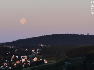 Vollmonduntergang über Winterberg